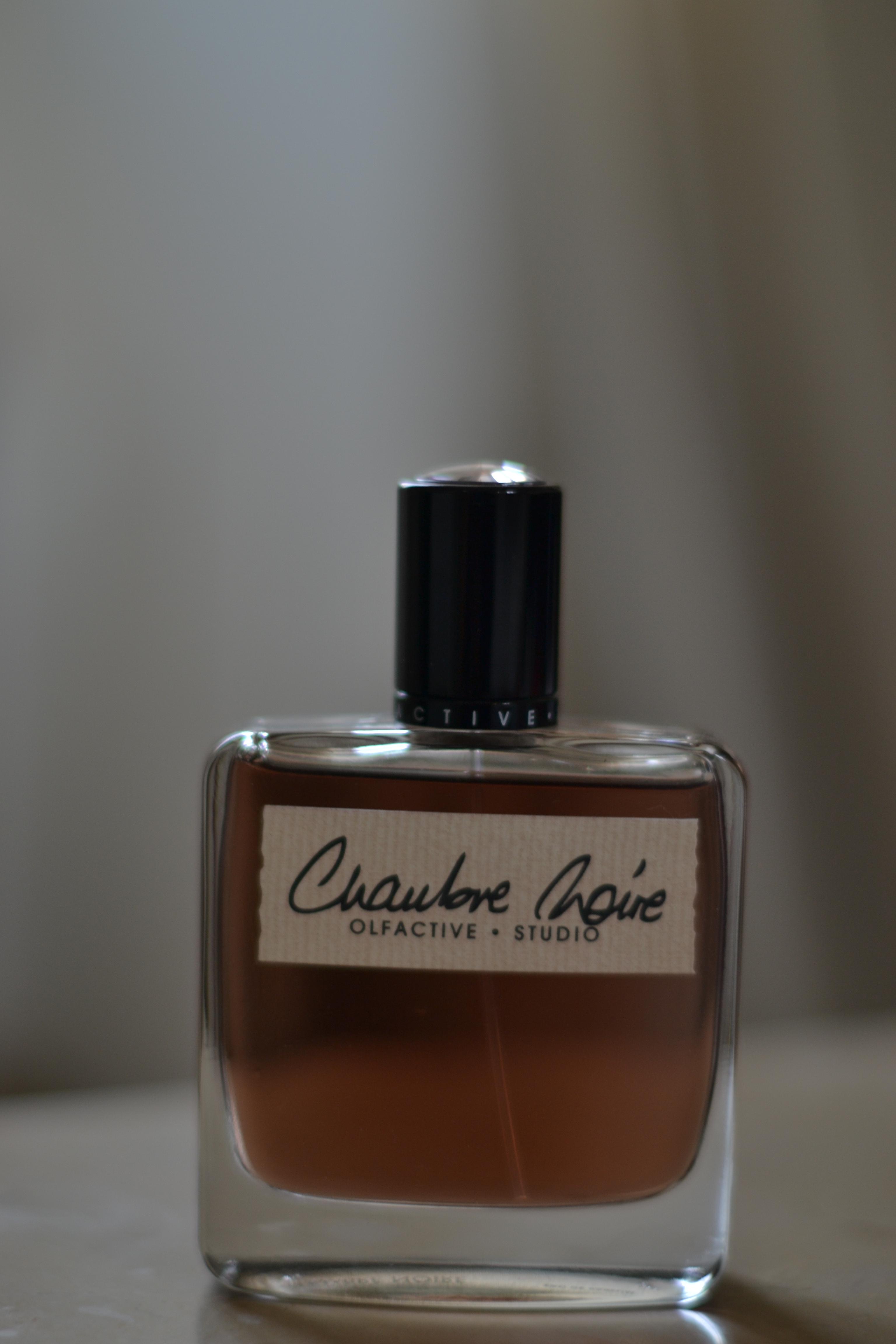 Lumi re blanche et chambre noire par olfactive studio for Chambre noire
